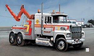 1:24 Scale US Wrecker Truck Model Kit  #