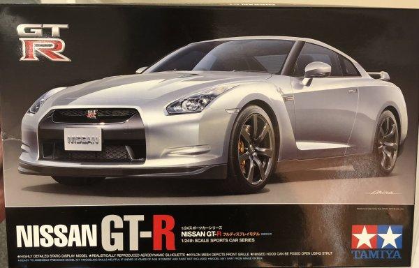 1:24 Scale Tamiya Nissan GTR R35 Model Kit #1622