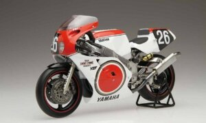1:12 Scale Fujimi Yamaha YZF750 Lucky Strike Roberts Model Kit #